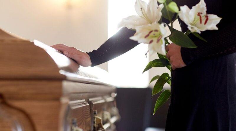 Czym różni się dom pogrzebowy od zakładu pogrzebowego?